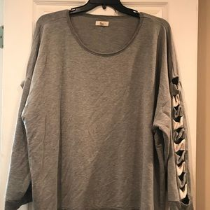 Tops - Gray top with sleeve detail